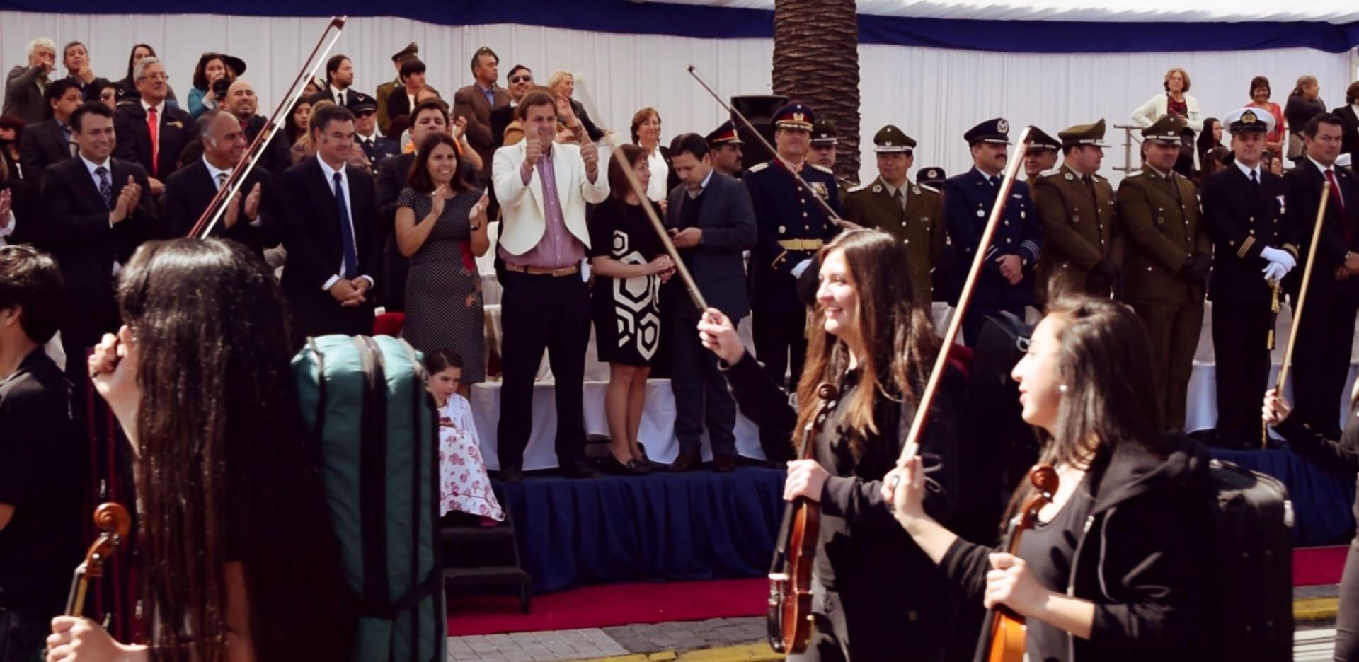 Alcalde Germán Codina encabeza desfile de Fiestas Patrias