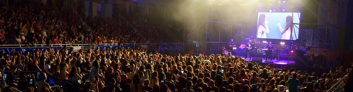 """Miles de mujeres celebraron su día junto a """"Natalino""""."""