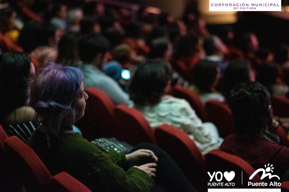 Exitosa presentación de Chinoy en el Centro Cultural de Puente Alto.