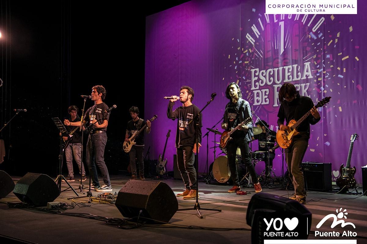 Con un gran Concierto la Escuela de Rock de Puente Alto celebró su 1º aniversario.