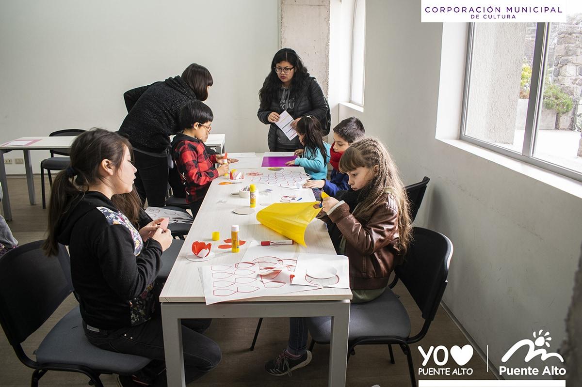 Niños de Puente Alto disfrutan de unas vacaciones a todo color.