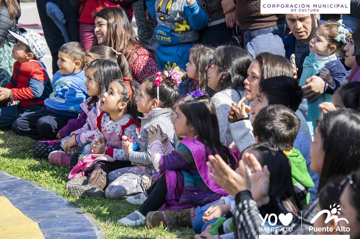 Con entretenidas actividades artísticas y juegos celebramos el Día del Niño.