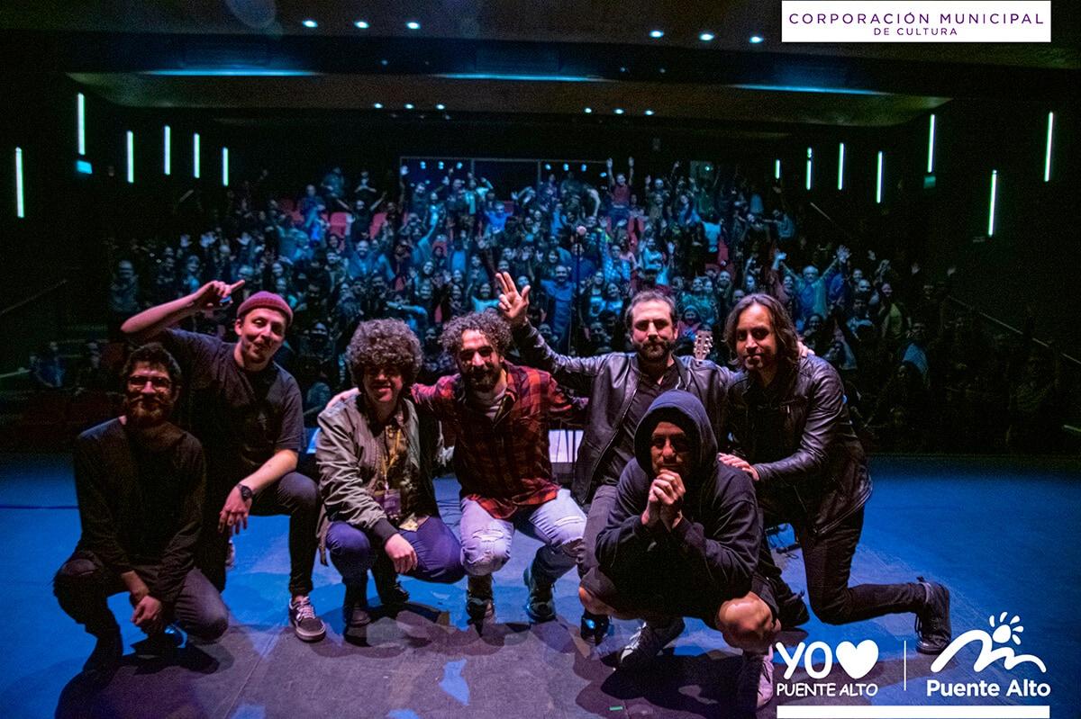 Puente Alto despidió el mes del rock chileno con un gran concierto junto a Angelo Pierattini.