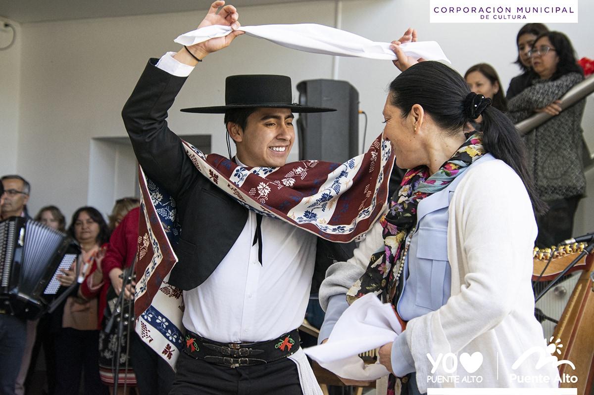 Con danzas y música le dimos la bienvenida a septiembre.