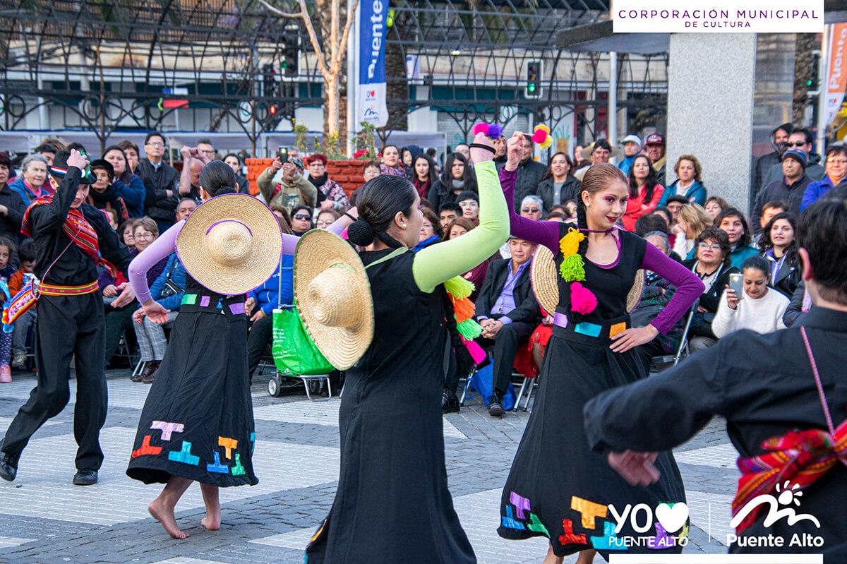 Con siete horas de música y danza celebramos de forma anticipada las fiestas patrias.