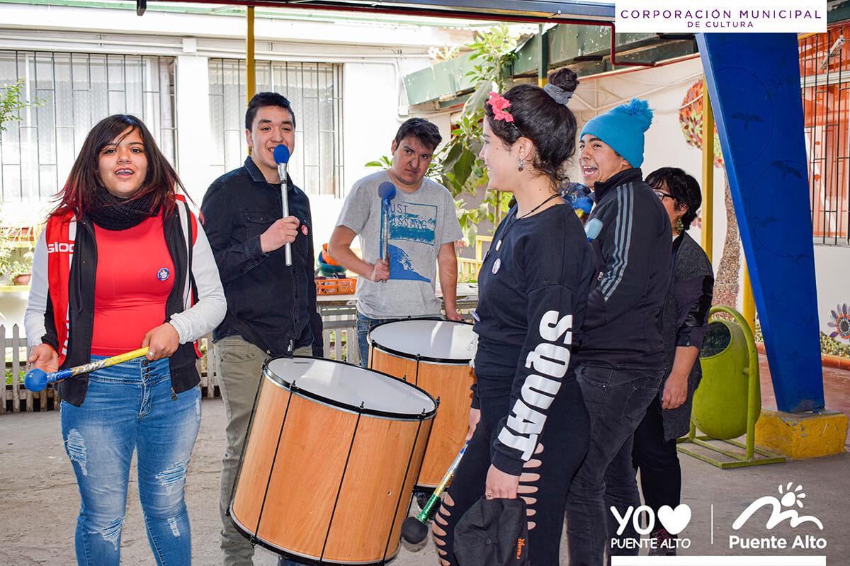 Alumnos del Centro Educacional Nueva Creación se divirtieron con entretenidos talleres.