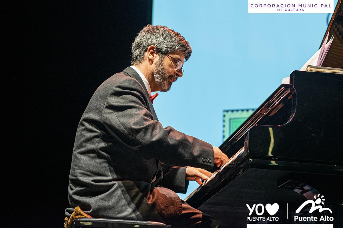 Colegios y vecinos de la comuna disfrutaron de educativos conciertos de piano.